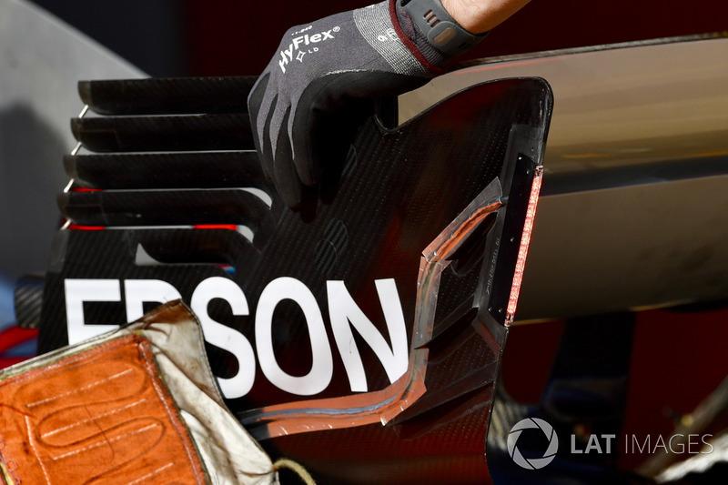 Mercedes-AMG F1 W09 ve arka kanattaki led ışık