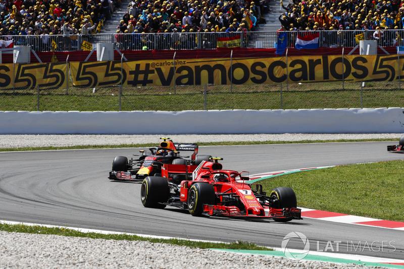 Кими Райкконен, Ferrari SF71H, и Макс Ферстаппен, Red Bull Racing RB14