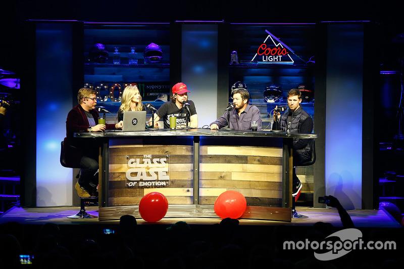 Ryan Blaney, Wood Brothers Racing Ford, Martin Truex Jr., Furniture Row Racing Toyota, Denny Hamlin, Joe Gibbs Racing Toyota