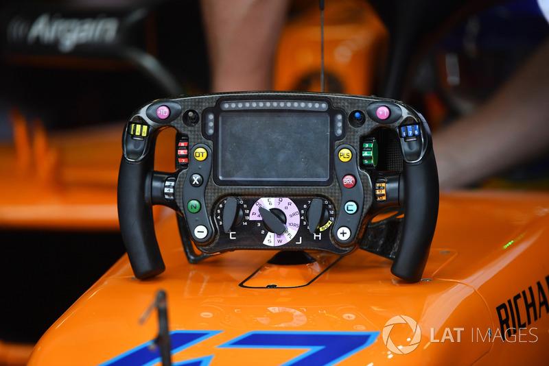 McLaren MCL33 steering wheel