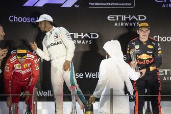 Sebastian Vettel, Ferrari, Lewis Hamilton, Mercedes AMG F1 e Max Verstappen, Red Bull Racing, festeggiano sul podio