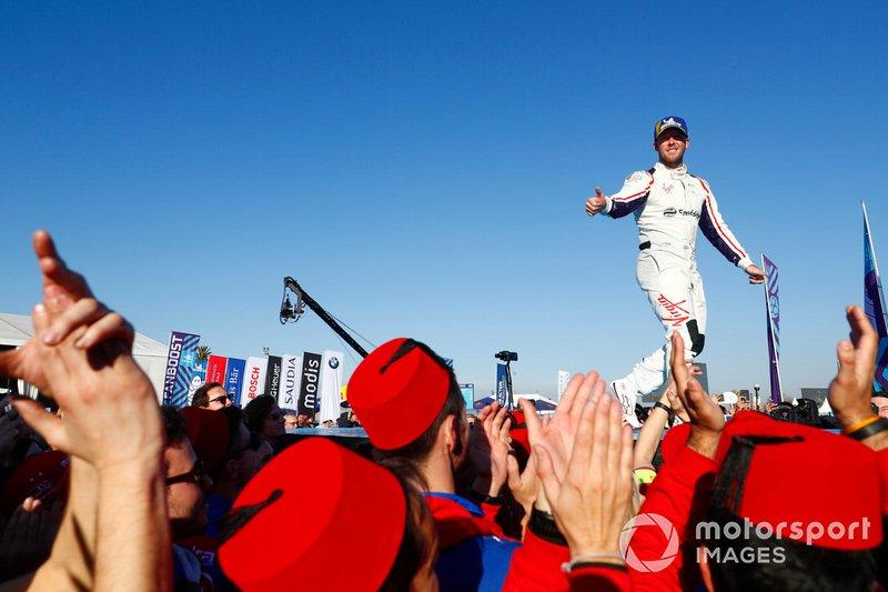 Segundo lugar Robin Frijns, Envision Virgin Racing, celebra en Parc Ferme
