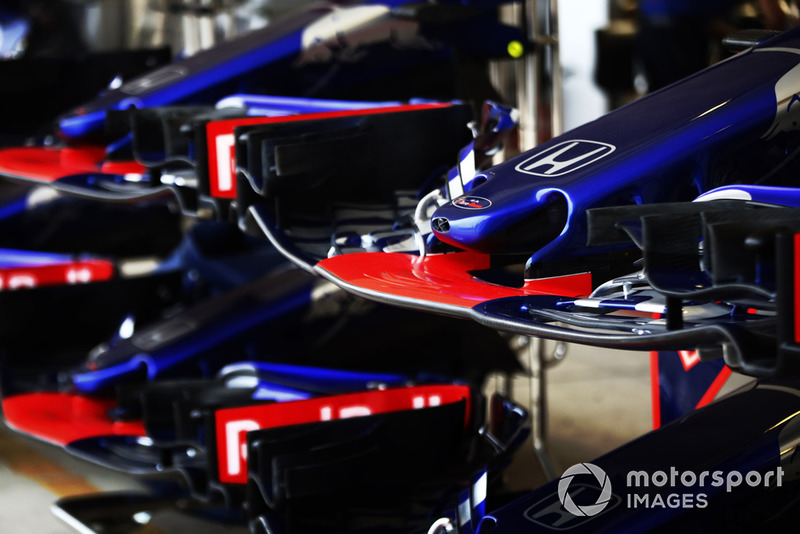 Scuderia Toro Rosso STR13 nose and wings in the pit lane