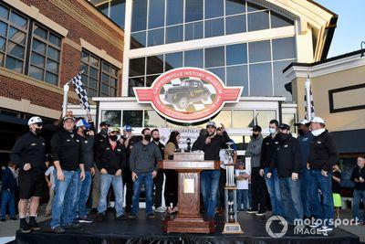 Chase Elliott feiert NASCAR-Titel 2020