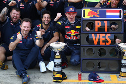 Max Verstappen, Red Bull Racing, Daniel Ricciardo, Red Bull Racing en teambaas Christian Horner vier