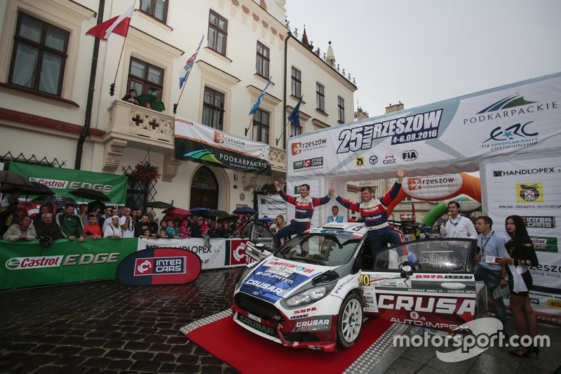 Grzegorz Grzyb e Robert Hundla, Ford Fiesta R5