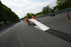 Workers remove white lines on the Mulsanne Straight (Hunaudières)