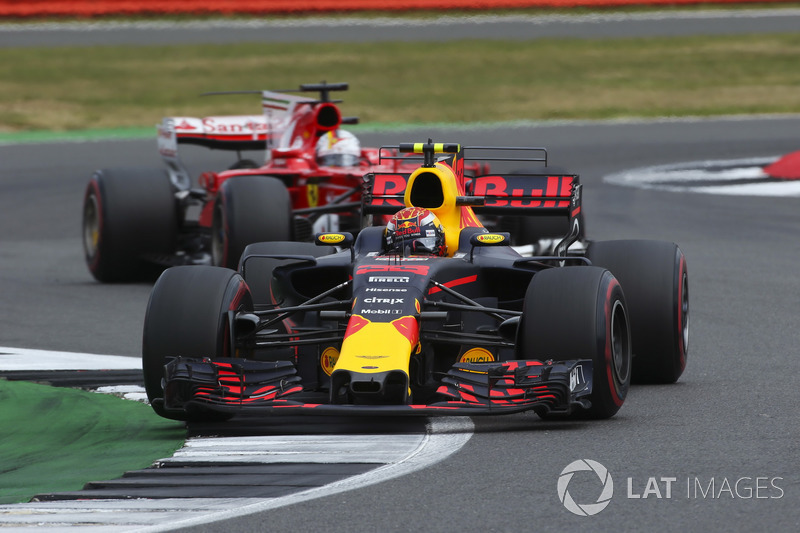 Max Verstappen, Red Bull Racing RB13, Sebastian Vettel, Ferrari SF70H