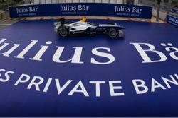 Une Formule E et le logo Julius Baer Bank