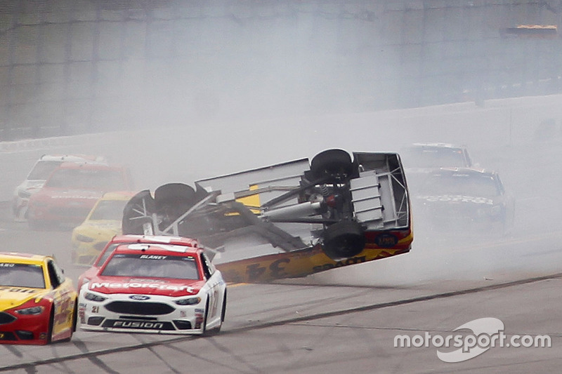 Überschlag: Chris Buescher, Front Row Motorsports, Ford (Screenshot)