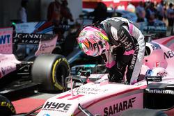 Sergio Perez, Sahara Force India VJM10 arrive dans le parc fermé
