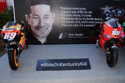Erinnerung: Honda RC211V und Ducati Desmosedici GP10 von Nicky Hayden aus den MotoGP-Saisons 2006 und 2010
