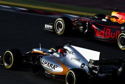 Esteban Ocon, Force India VJM10; Max Verstappen, Red Bull Racing RB13