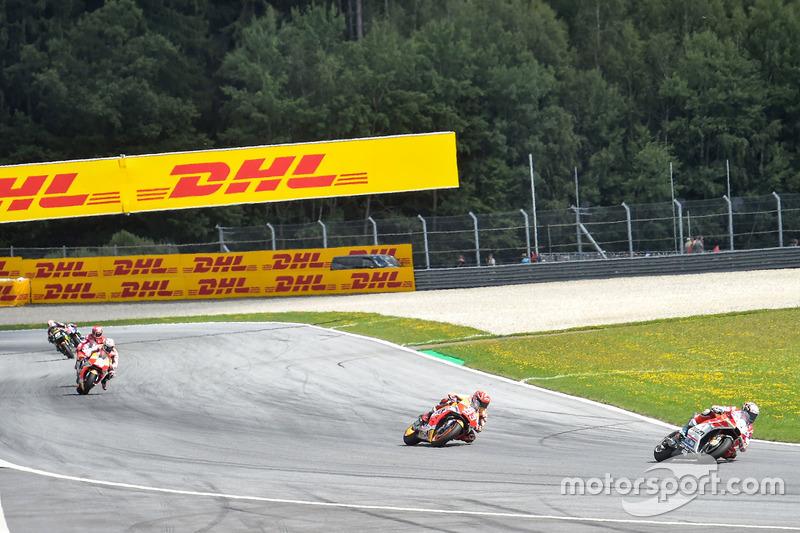 Андреа Довіціозо, Ducati Team, очолює гонку
