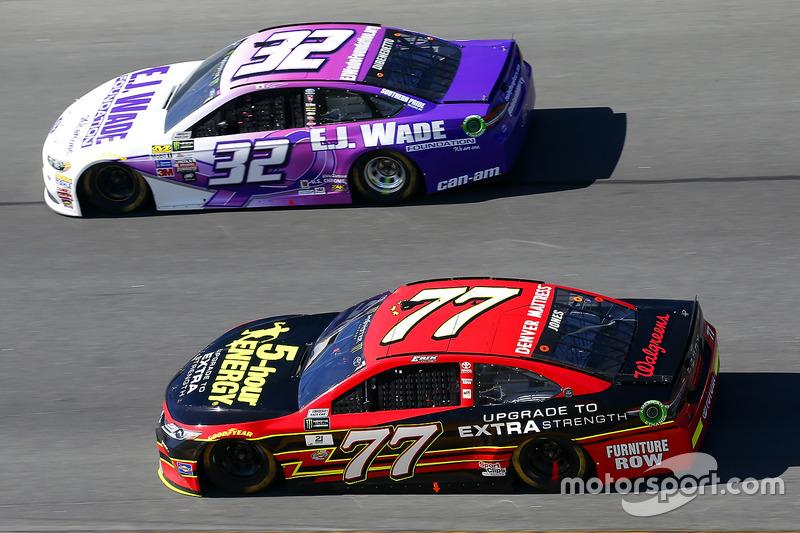 Erik Jones Furniture Row Racing Toyota Y Matt Dibenedetto Go Fas Racing Ford At Daytona 500