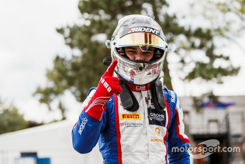 L'Allemand a signé la pole position, la deuxième de sa carrière en sport auto après celle d'Adria en F4 Italie 2015