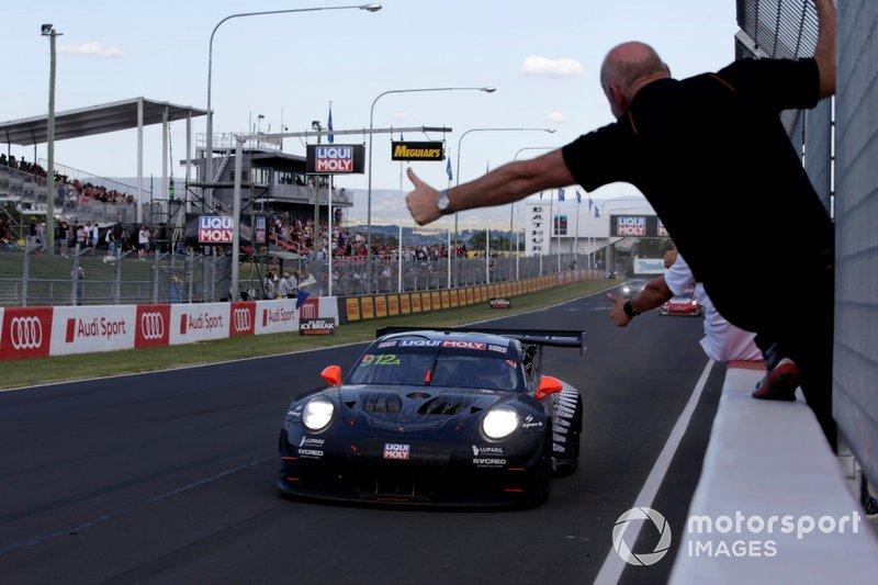 Racewinnaar #912 EBM Porsche 911 GT3-R: Dirk Werner, Dennis Olsen, Matt Campbell