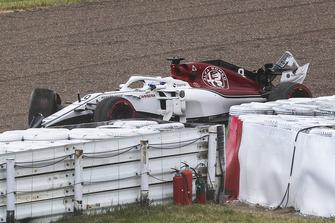 После аварии: Маркус Эрикссон, Alfa Romeo Sauber C37