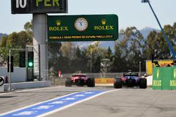 Карлос Сайнс-мл., Scuderia Toro Rosso STR12, и Кими Райкконен, Ferrari SF70H