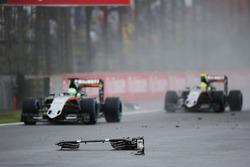 Нико Хюлькенберг, Sahara Force India F1 VJM09, и Серхио Перес, Sahara Force India F1 VJM09, объезжаю