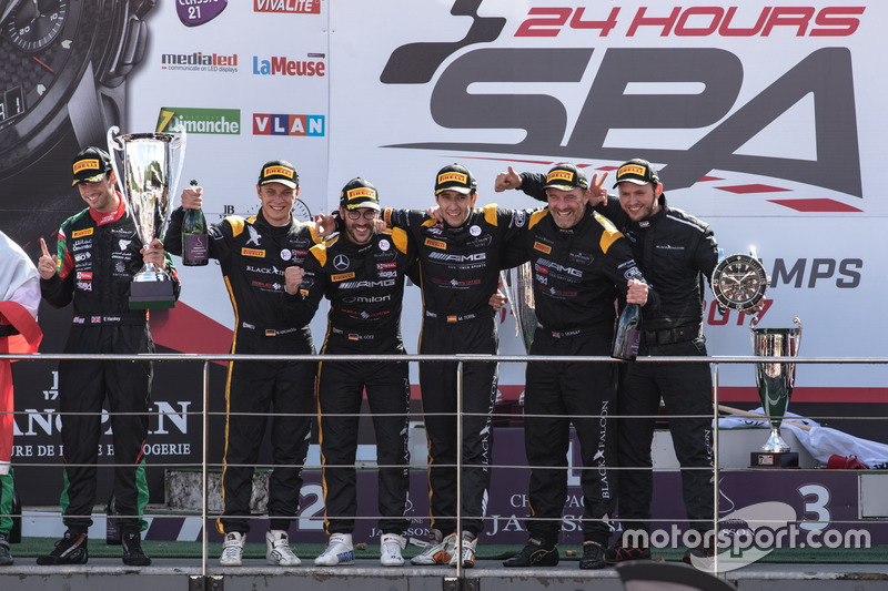 Pro-Am Podio: Ganador de la carrera #16 Black Falcon Mercedes-AMG GT3: Oliver Morley, Miguel Toril, Maximilian Götz, Marvin Kirchhöfer