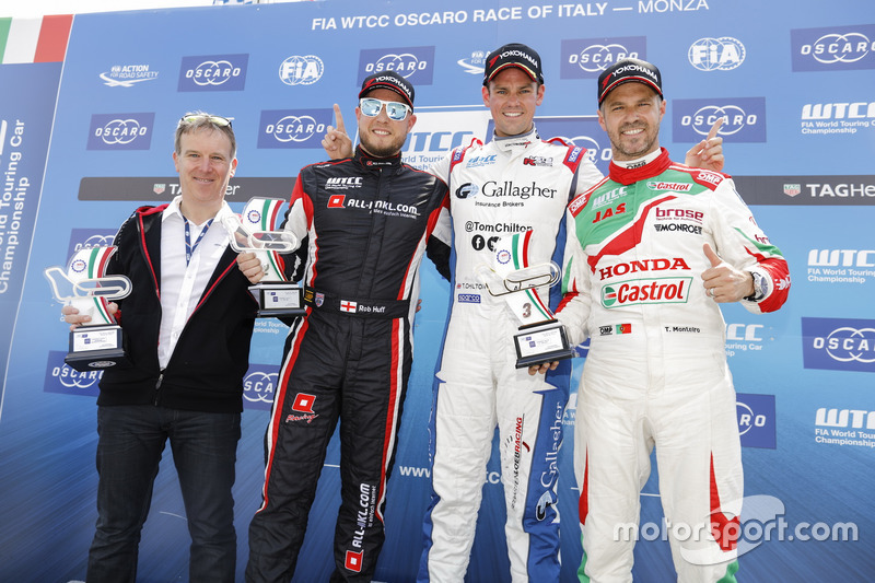 Podium: Race winner Tom Chilton, Sébastien Loeb Racing, Citroën C-Elysée WTCC, second place Rob Huff, All-Inkl Motorsport, Citroën C-Elysée WTCC, third place Tiago Monteiro, Honda Racing Team JAS, Honda Civic WTCC