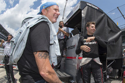 Red Hot Chili Peppers drummer Chad Smith con Will Power, Team Penske Chevrolet