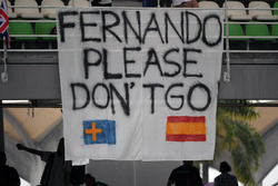 "Fans ""Fernando please don't go"" banner for Fernando Alonso, McLaren"