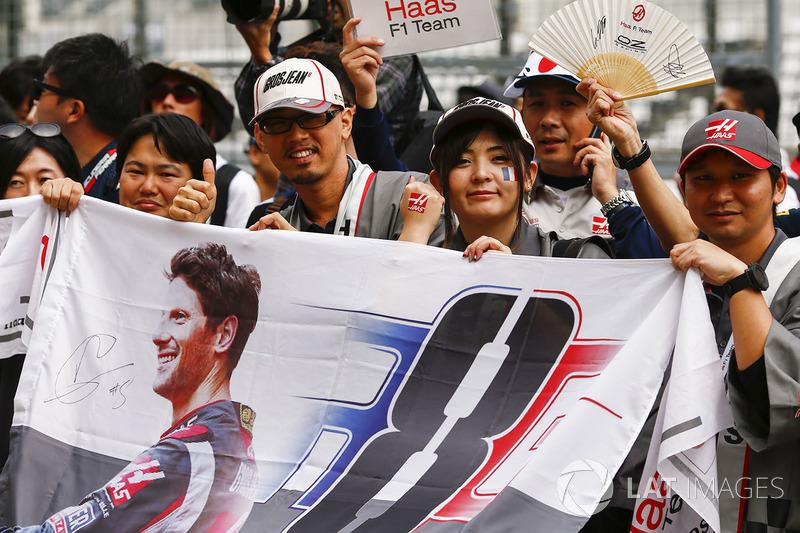 Fans of Romain Grosjean, Haas F1 Team