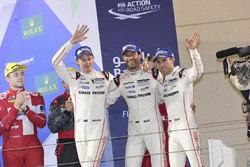 المنصة: المركز الثالث رقم 1 فريق بورشه 919 الهجينة: تيمو بيرنهارد، مارك ويبر، برندون هارتلي
