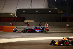Carlos Sainz Jr., Scuderia Toro Rosso STR12, Max Verstappen, Red Bull Racing RB13