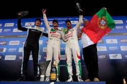 Segundo, Tiago Monteiro, Honda Racing Team JAS, Honda Civic WTCC, ganador, Mehdi Bennani, Sébastien Loeb Racing, Citroën C-Elysée WTCC, tercero, Thed Björk, Polestar Cyan Racing, Volvo S60 Polestar TC1, Thed Björk, Polestar Cyan Racing, Volvo S60 Polestar