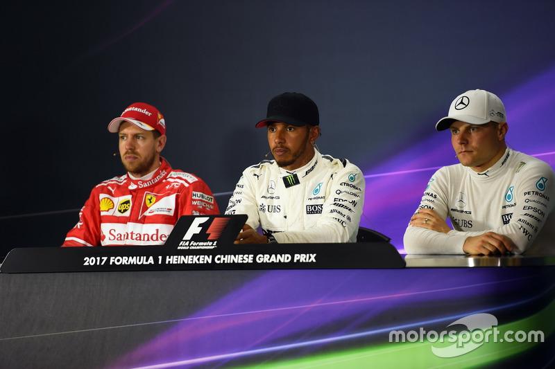 Sebastian Vettel, Ferrari, Lewis Hamilton, Mercedes AMG F1 e Valtteri Bottas, Mercedes AMG F1 nella