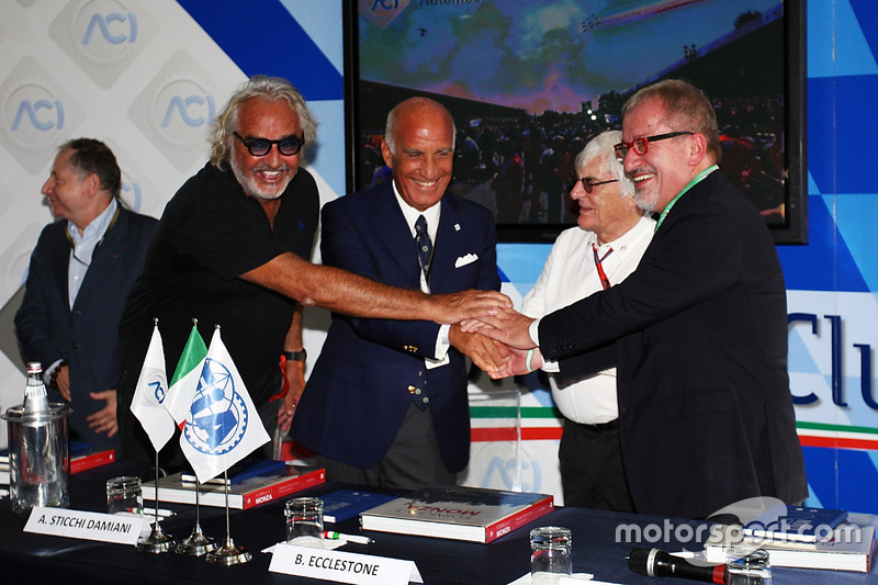 Jean Todt, FIA Başkanı ve Flavio Briatore; Dr. Angelo Sticchi Damiani, Aci Csai Başkanı; Bernie Ecclestone ve Roberto Maroni, Lombardia Bölge Başkanı, Monza Pist açıklamasında