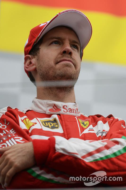 Sebastian Vettel, Ferrari, auf dem Podium