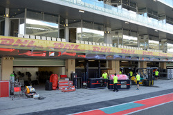 Red Bull Racing garage preparations