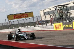 Valtteri Bottas, Mercedes-Benz F1 W08  takes the chequered flag at the end of Qualifying