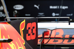 Red Bull Racing RB13 engine cover fin