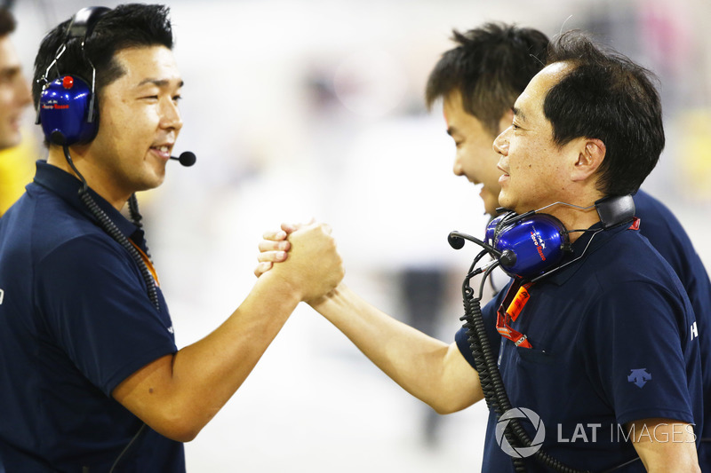 Инженеры Scuderia Toro Rosso Honda празднуют 4 место Пьера Гасли