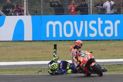 Marc Marquez, Repsol Honda Team, Valentino Rossi, Yamaha Factory Racing se touchent