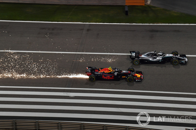 Max Verstappen, Red Bull RB14 and Lewis Hamilton, Mercedes-AMG F1 W09