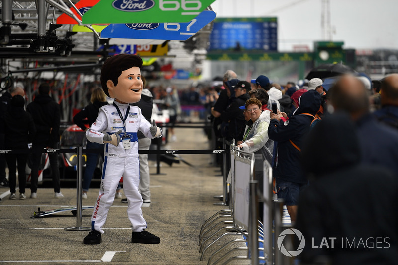 Ford Mascot, #67 Ford Chip Ganassi Racing Ford GT: Andy Priaulx, Harry Tincknell, Tony Kanaan