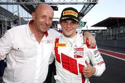 Pole position per #1 Belgian Audi Club Team WRT Audi R8 LMS: Dries Vanthoor con Vincent Vosse, Team principal WRT