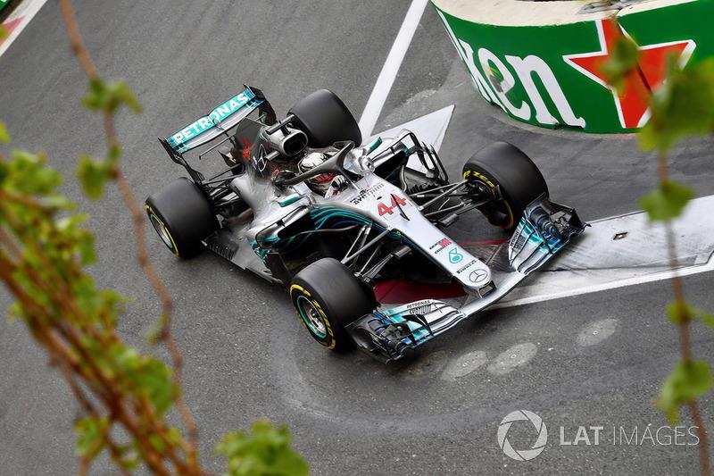 Hamilton 63, Mercedes 77. kez