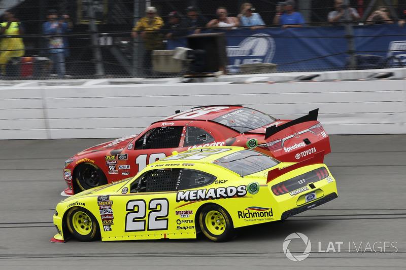 Paul Menard, Team Penske, Ford Mustang Menards/Richmond Kyle Busch, Joe Gibbs Racing, Toyota Camry Maltesers