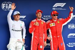 Valtteri Bottas, Mercedes-AMG F1, Sebastian Vettel, Ferrari e Kimi Raikkonen, Ferrari, festeggiano nel parco chiuso