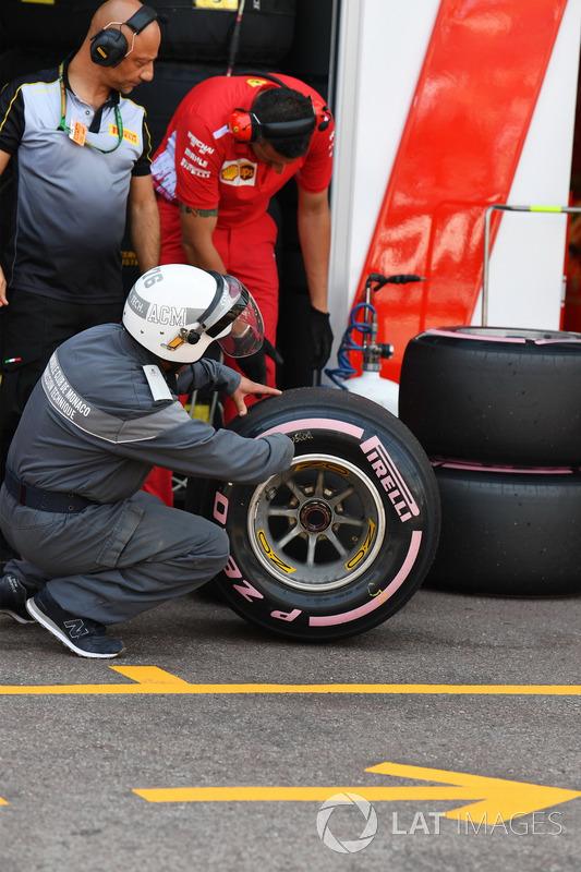 Ferrari and Pirelli engineers