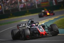 Romain Grosjean, Haas F1 Team VF-18 Ferrari, Daniel Ricciardo, Red Bull Racing RB14 Tag Heuer