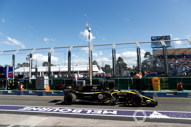 Nico Hulkenberg, Renault Sport F1 Team R.S. 18, leaves the pits