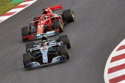 Lewis Hamilton, Mercedes AMG F1 W09, Sebastian Vettel, Ferrari SF71H